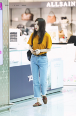 Seulgi walking by shops