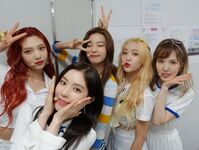 Red Velvet group photo Twitter Update
