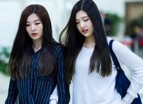 Joy and Seulgi walking