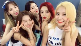 Red Velvet Twitter Update backstage on M Countdown