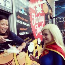 Foodtruck-smiledip-supergirl