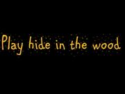 Jugando al escondite en el bosque