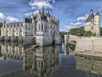 800px-Chateau de Chenonceau Chapel and library