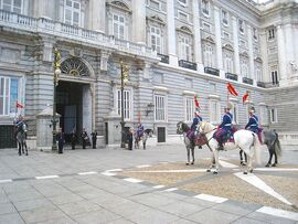 800px-Changing of the Guard, Royal Palace of Madrid - horse 1