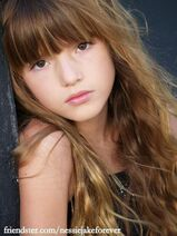 Renesmee-Carlie-Cullen-bella-thorne-cece-31688227-405-540
