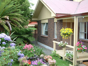 Home gardens designs pictures. (3)
