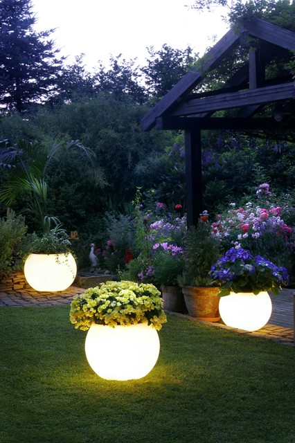 Elegant Contemporary Outdoor Lighting