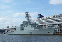 800px-HMCS Iroquois NRP 88 jeh
