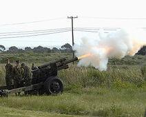 300px-M101-105mm-howitzer-camp-pendleton-20050326