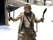 473px-Resident evil extinction milla jovovich with knives
