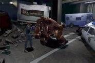 Leon enfrentando a unos T-Gorilas