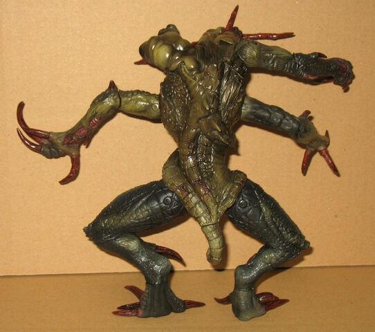 File:Moby Dick - BRAIN SUCKER figurine 2.jpg