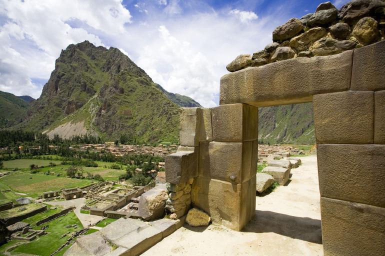 Incan-ruins-of-ollantaytambo-peru-photo 1419462-770tall