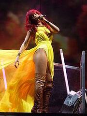 RihannaperformingUnfaithful