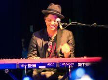1280px-Bruno Mars keyboard