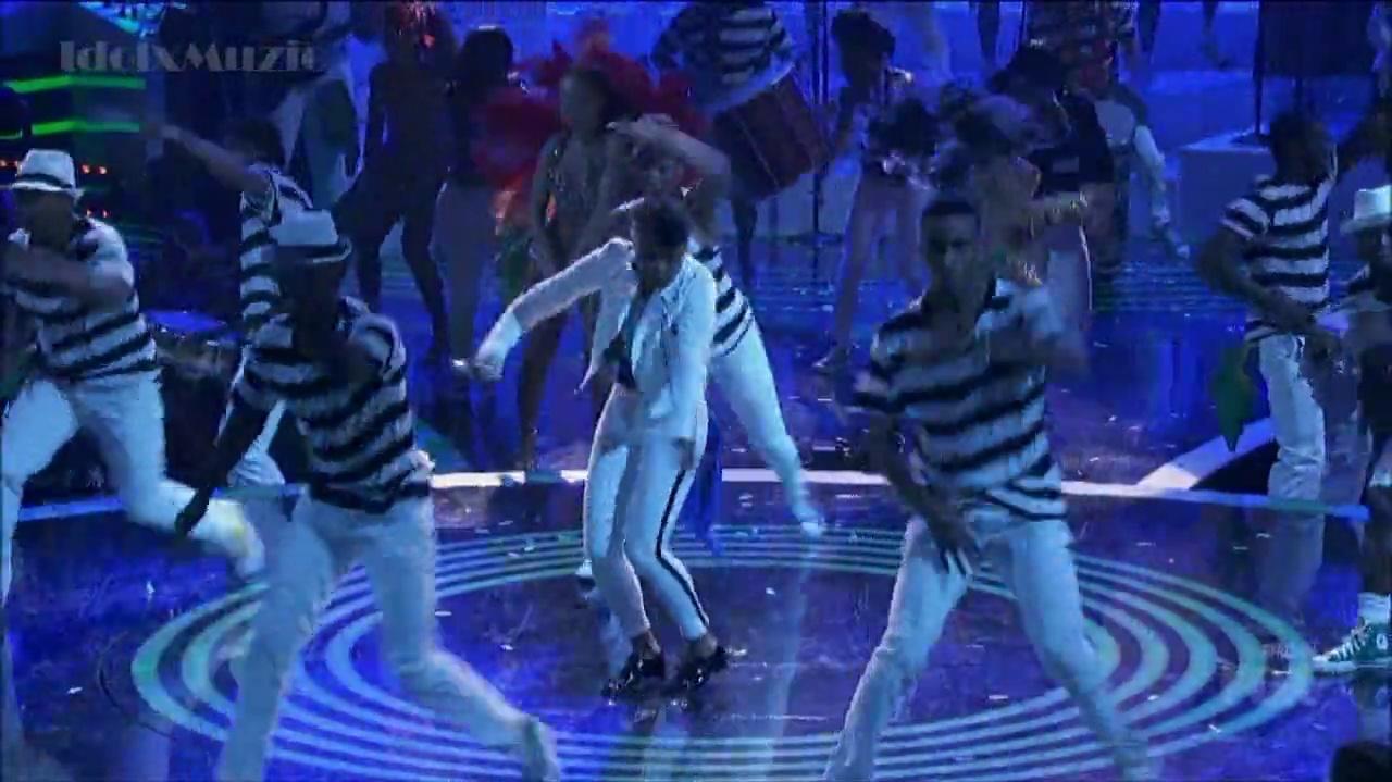 -HD- Janelle Monae - What Is Love - American Idol 13