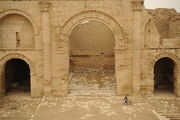 Hatra-Ruins-2008-5