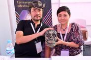 Iga and michiru yamane holding a calavera