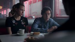 RD-Caps-2x19-Prisoners-24-Jughead-Betty