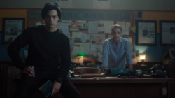 1х3 Jughead and Betty at Blue and Gold