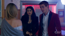 Season 1 Episode 11 To Riverdale and Back Again Archie and Veronica at pop's shoppe