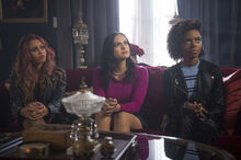 2x17-06 The-Noose-Tightens Toni, Veronica and Josie