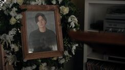 RD-Promo-4x15-To-Die-For-17-Jughead-Funeral-Picture
