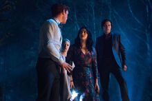 RD-Promo-3x22-Survive-The-Night-02-Archie-Betty-Veronica-Jughead