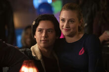 RD-Promo-3x10-The-Stranger-02-Jughead-Betty