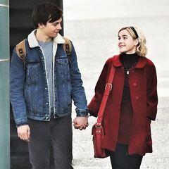 première image officielle de Sabrina et Harvey