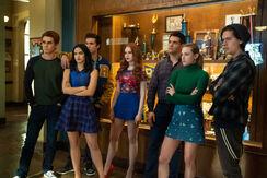 RD-Promo-4x19-Killing-Mr-Honey-02-Archie-Reggie-Veronica-Cheryl-Kevin-Betty-Jughead
