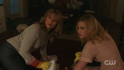 RD-Caps-2x13-The-Tell-Tale-Heart-06-Alice-Betty