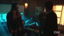 RD-Caps-2x01-A-Kiss-Before-Dying-143-Southside-serpents-Jughead