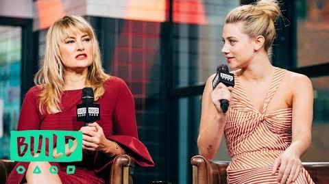 Lili Reinhart & Mädchen Amick On Playing A Mother And Daughter At Odds