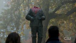 RD-Caps-2x11-The-Wrestler-135-Pickens-statue