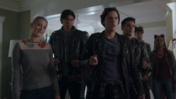 RD-Caps-2x17-The-Noose-Tightens-105-Betty-Jughead-Sweet-Pea-Fangs-Fogarty-Southside-Serpents