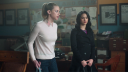 Season 1 Episode 11 To Riverdale And Back Again Betty (3)