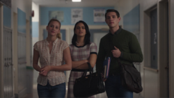 Season 1 Episode 1 The River's Edge Veronica, Betty and Kevin in the hallway