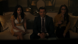 RD-Caps-4x17-Wicked-Little-Town-10-Veronica-Hiram-Hermione