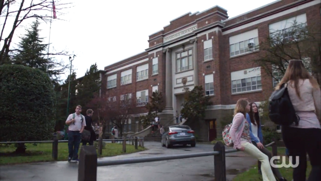 File:Season 1 Episode 1 The River's Edge Riverdale High School.png