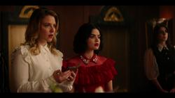KK-Caps-1x10-Gloria-33-Amanda-Katy