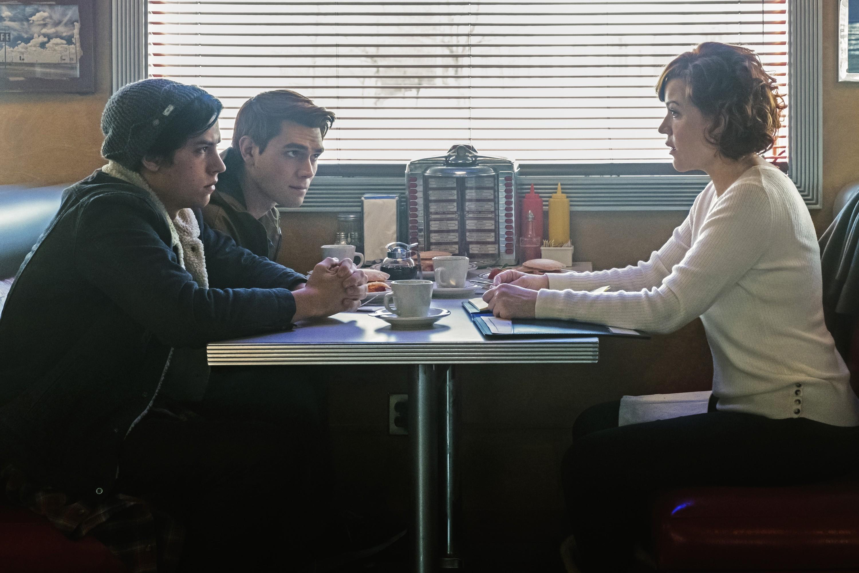 Image - RD-Promo-1x12-Anatomy-of-a-Murder-01-Jughead-Archie-Mary.jpg ...