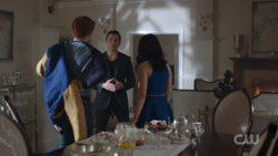 RD-Caps-2x14-The-Hills-Have-Eyes-07-Archie-Veronica-Hiram