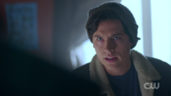 RD-Caps-2x03-The-Watcher-in-the-Woods-78-Jughead