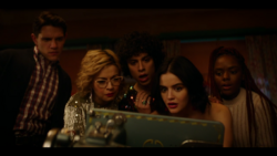 KK-Caps-1x10-Gloria-128-Kevin-Pepper-Jorge-Katy-Josie