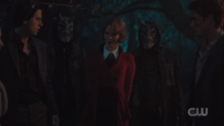 RD-Caps-3x22-Survive-The-Night-66-Jughead-Gargoyle-Gang-Penelope-Archie