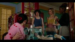 KK-Caps-1x05-Song-for-a-Winters-Night-49-Katy-Jorge-Pepper-Josie