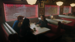 RD-Caps-4x14-How-to-Get-Away-with-Murder-99-Veronica-Archie-Betty