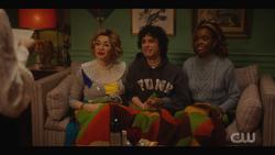 KK-Caps-1x11-Who-Can-I-Turn-To-03-Pepper-Jorge-Josie