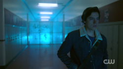 RD-Caps-2x03-The-Watcher-in-the-Woods-110-Jughead-southside-high